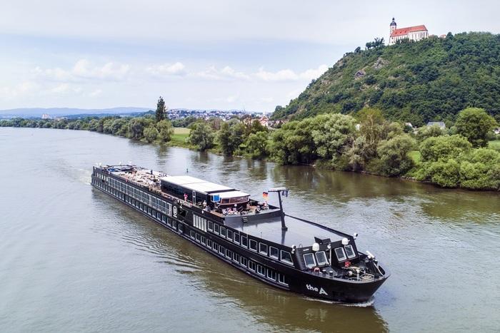 Concebido para um público mais informal e descolado, a viagem fluvial pelo Rio Danúbio percorre os principais legados do império austro-húngaro e exibe a face fashion e moderna do Leste Europeu