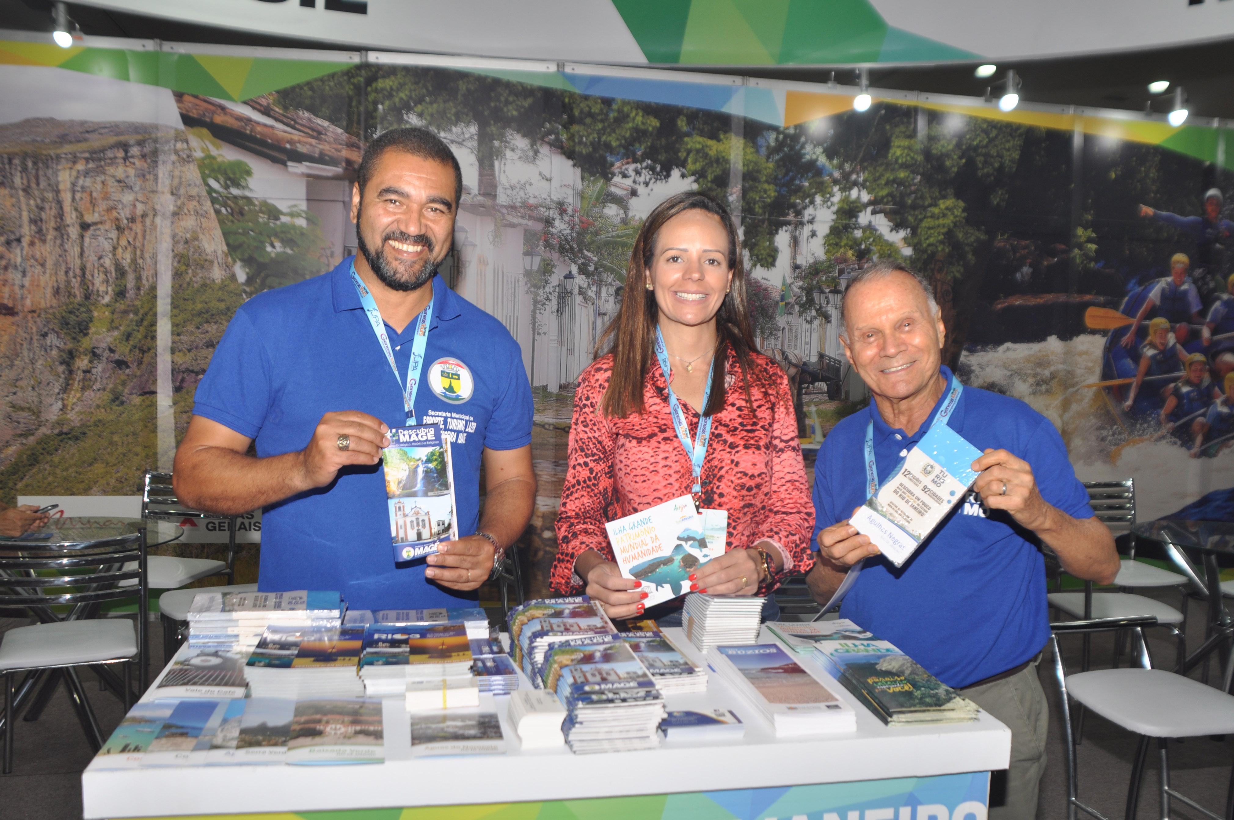 Wagner dos Santos, Amanda Salazar e Erly de Jesus, da Sertur-RJ, no JPA Travel Market