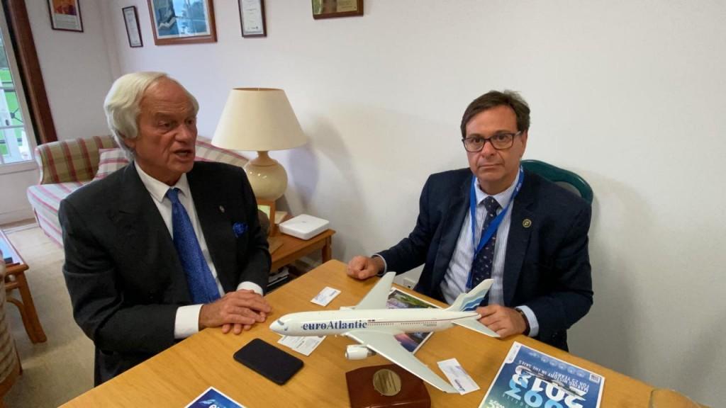 Presidente e proprietário da empresa aérea Euro Atlantic Airways, Tomaz Mettelo, com Gilson Machado, presidente da Embratur