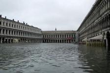 Veneza sofre com pior enchente em 53 anos