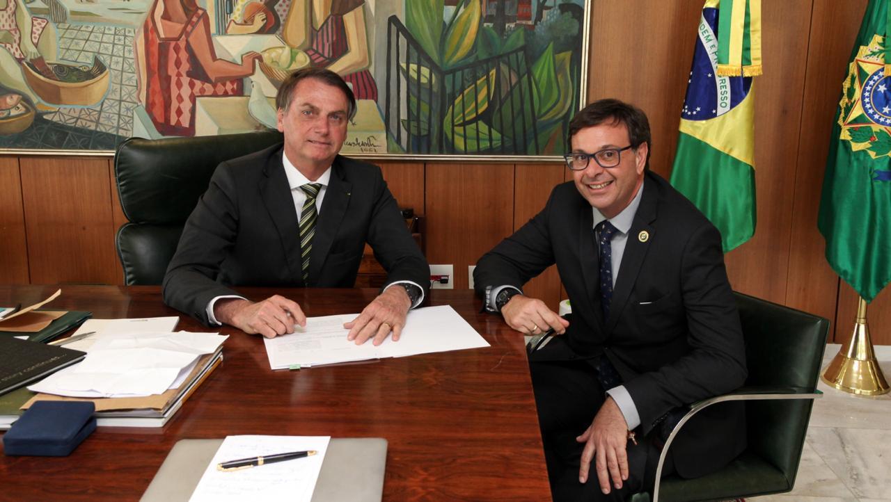 O presidente Jair Bolsonaro com o presidente da Embratur, Gilson Machado Neto