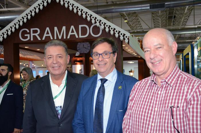 Alexandre Sampaio, presidente da FBHA, com Gilson machado Neto, presidente da Embratur, e Herculano Passos, deputado Federal