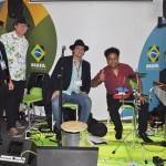 Banda Samba do Chapéu foi a responsável pelas atrações musicais no estande da Embratur