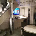 Cabine Duplex Suíte tem dois andares, piscina com jacuzzi e banheira