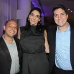 Caroline Artilheiro, da Journeys, com Leonardo Lourenço e Marcius Feijó, da Abreu