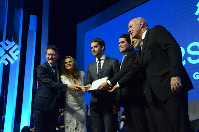 Carta Aberta foi entregue aos realizadores do evento, Marta Rossi e Eduardo Zorzanello