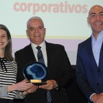 Daniele Martins e José Geraldo, do Windsor, receberam o prêmio Empreendedorismo de Marcelo Alves, da Riotur