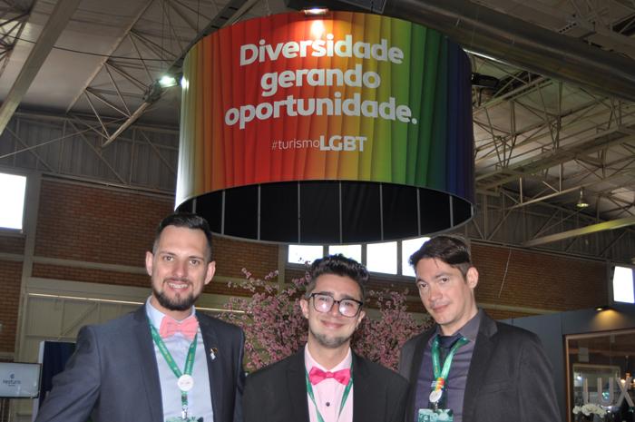 Douglas Dávila, Jardel e Dan Hay, do Espaço LGBT no Festuris Gramado