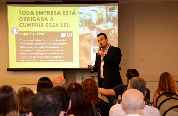 O Dr. Marcelo Oliveira apresentou as mudanças necessárias para que as agências de viagens estejam em dia com a Lei Geral de Proteção de Dados (Foto: Eric Ribeiro)