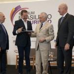 Ex-presidente Michel Temer recebe homenagem do deputado Itamar Borges