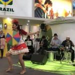 Frevo animou o estande do Brasil