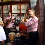 La Bodeguita Del Medio é um dos mais icônico bares da cidade e possui musica ao vivo quase todos os dias