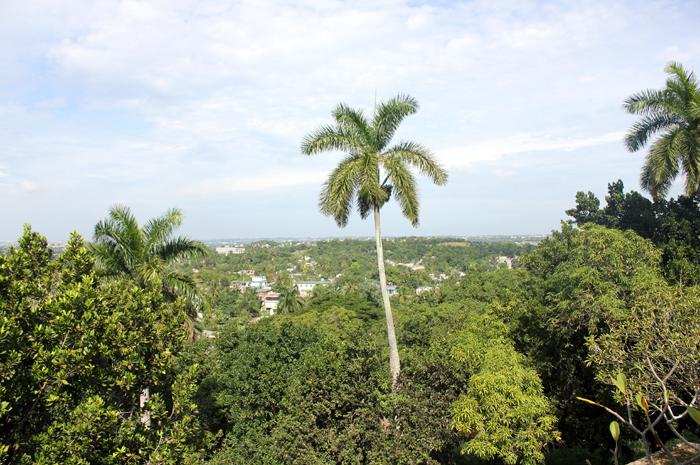 É possível fugir dos roteiros tradicionais e imergir em um lado mais histórico e artístico de Havana