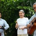 Maria Clara da Flot e músicos durante almoço no restaurante La Giraldilla