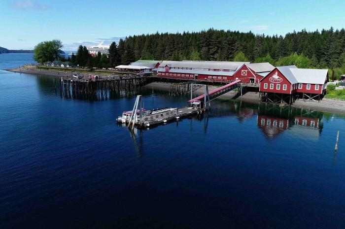Um dos anúncios da Norwegian Cruise Lines é o píer exclusivo em Icy Strait Point