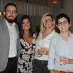 Junior Oliveira, do LSH, com Tácia Portes, Karen Sebrian e Caroline Assucena, da Journeys