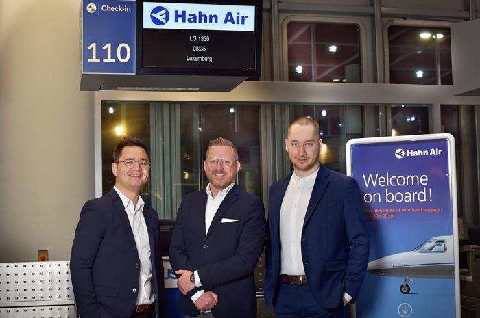 Maksim Izmaylov, fundador da Winding Tree, Frederick Nowotny, Head of Sales Engineering da Hahn Air, e Davide Montali, CIO da Winding Tree - crédito Andi Werner