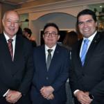 Manoel Linhares, presidente da ABIH Nacional, entre os deputados Herculano Passos e Newton Cardoso Jr