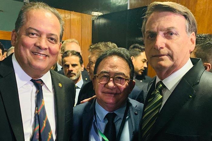 Manoel Linhares, presidente da ABIH, com o senador Eduardo Gomes e o presidente Jair Bolsonaro.