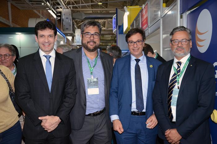 Marcelo Álvaro Antônio, ministro do Turismo, Roberto Nedelciu, presidente da Braztoa, Gilson Machado Neto, presidente da Embratur, e Bob Santos, do MTur
