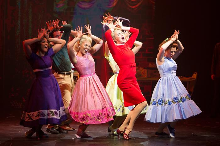 O espetáculo Hairspray está em cartaz a bordo do Symphony of the Seas