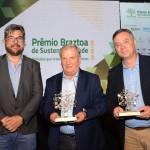 Roberto Nedelciu, da Braztoa, com Constantino Orsolin, prefeito de Canela, e Ângelo Sanches, secretario de Turismo de Canela