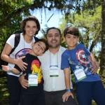 Roberto Oliveira, da Travel Ace, acompanhado da esposa Elen e dos filhos Davi e Raul