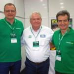 Roy Taylor, do M&E, entre Charles Strzalkowski e Paulo Henrique, da Localiza