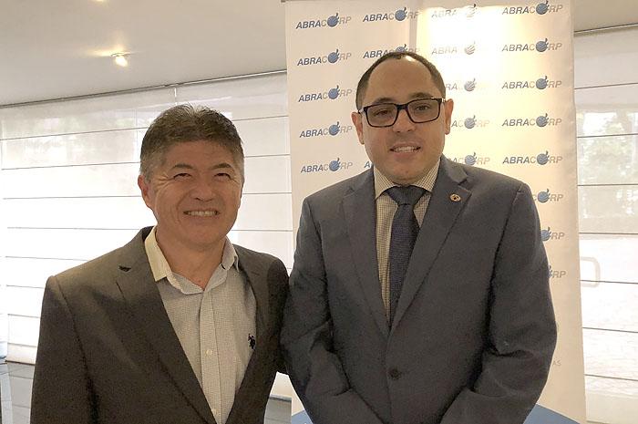 Gervasio Tanabe, presidente executivo da Abracorp e Paulo Henrique Posssas, assessor da Secretária Nacional de Aviação Civil