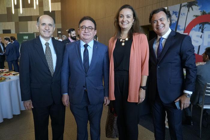 Wilson Costa, da Boomerangoo, Manoel Linhares, da ABIH Nacional, Carolina Negri, do Sindepat, e Flávio Peruzzi, da Clia