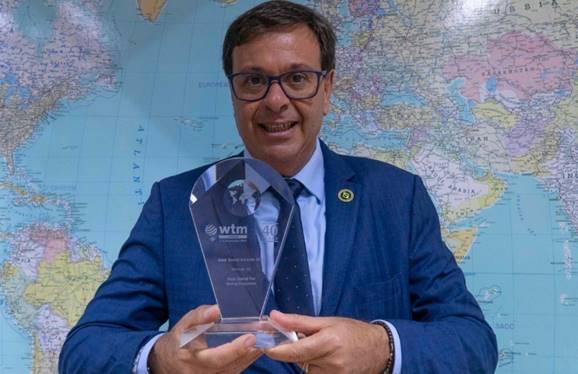 Gilson Machado Neto, presidente da Embratur, recebeu o troféu da WTM Londres