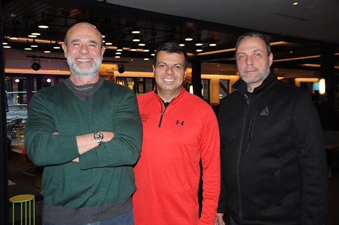 Alinio Azevedo, do Little Nell Hotel Group, com Marlos Benedini e Marcelo Ammirati, da Bentour