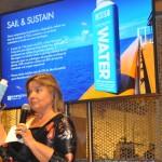 Estela Farina, Diretora Brasil da Norwegian, apresentando novo projeto sustentável