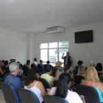 Antes do embarque no Kayamã, Marcelo Andrade da Transmundi deu instruções aos agentes de viagem