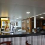 A cozinha do barco fica localizada no terceiro andar