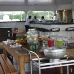 O deck conta também com um bar e area de lazer