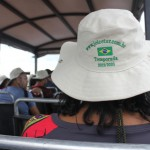 Em um pequeno caminhão aberto, os participantes puderam observar a fauna e flora local, com auxilio de um guia especializado