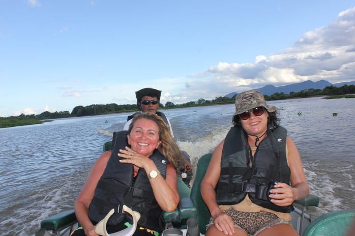 Passeio de lancha pelo rio Paraguai para observação do Pôr do Sol