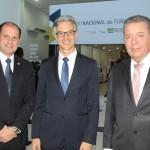José Ricardo Botelho, presidente da Anac, Marco Ferraz, presidente da Clia Brasil, e Alexandre Sampaio, presidente da FBHA