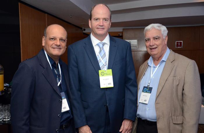 Neilor Costa da Aerolineas Argentina; Ralf AAsmann da Air Tkt; e Jaime Patroni da APG Brasil
