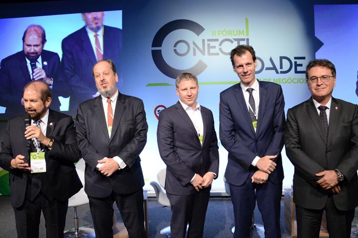 O primeiro painel discutiu o Cenário Brasil - Investimentos e Infraestrutura para o crescimento da conectividade