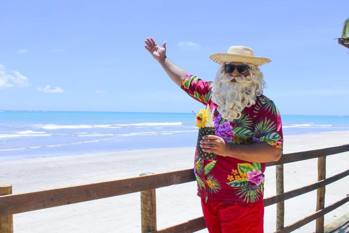 Papai Noel aproveitando o verão alagoano durante festividade