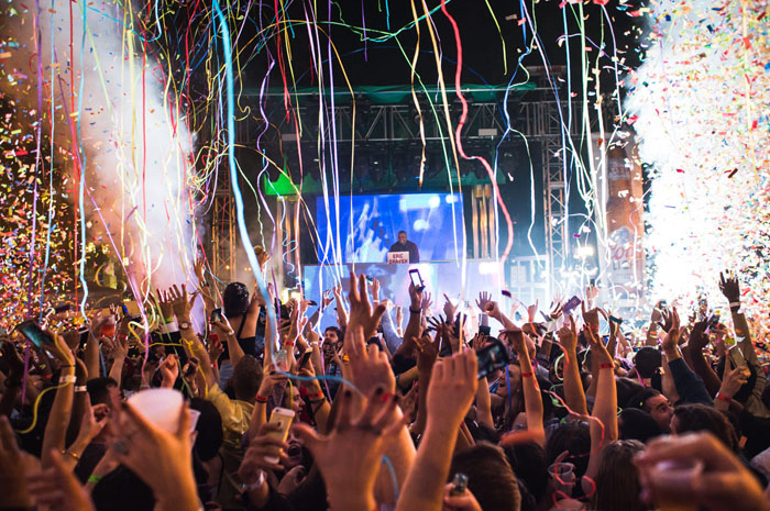 Parques, hotéis e bares contarão com atrações especiais para a virada de ano na capital mundial do entretenimento