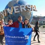 Renato Gonçalves, da Universal, com Jacqueline Miranda, da Copa Airlines