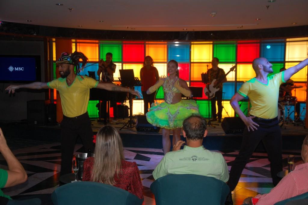 Show do Brazilian Sansation, grupo a bordo do MSC para o itinerário Europa-Brasil de 21 dias