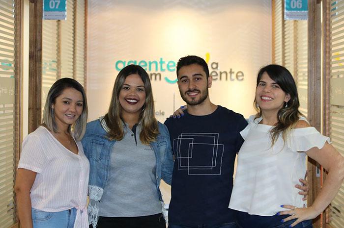 Bianca Cruz, Ana Sousa e Jorge Silva - atendentes e Danielle Munno - supervisora