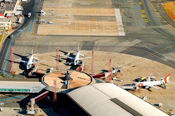 A quantidade de aeronaves que realizaram as rotas para o exterior também aumentou, foram 4.796 pousos e decolagens