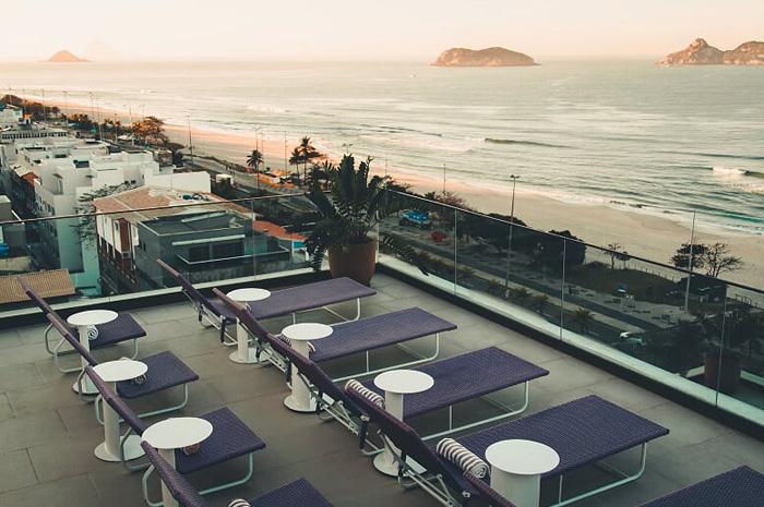 Ao longo da estação, todo domingo haverá um sunset para os hóspedes no rooftop do hotel