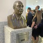 Busto em homenagem a Antonio Carlos Magalhães