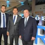 Claudio Tinoco, secretário de Turismo de Salvador, com Damien Timperio, CEO, e Olivier Ginon, presidente da GL Events
